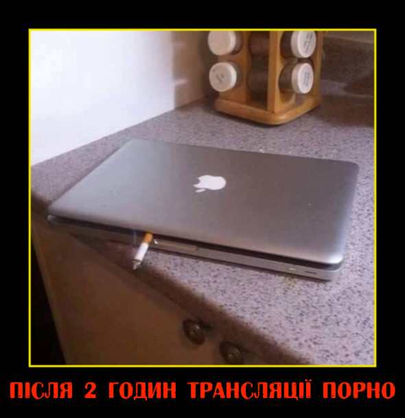 Прикол: Лептоп після двох годин трансляції порно. Ноутбук з сигаретою
