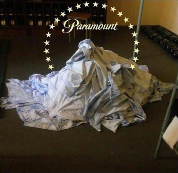 Брудна білизна на купі - неначе логотип кінокомпанії Paramount