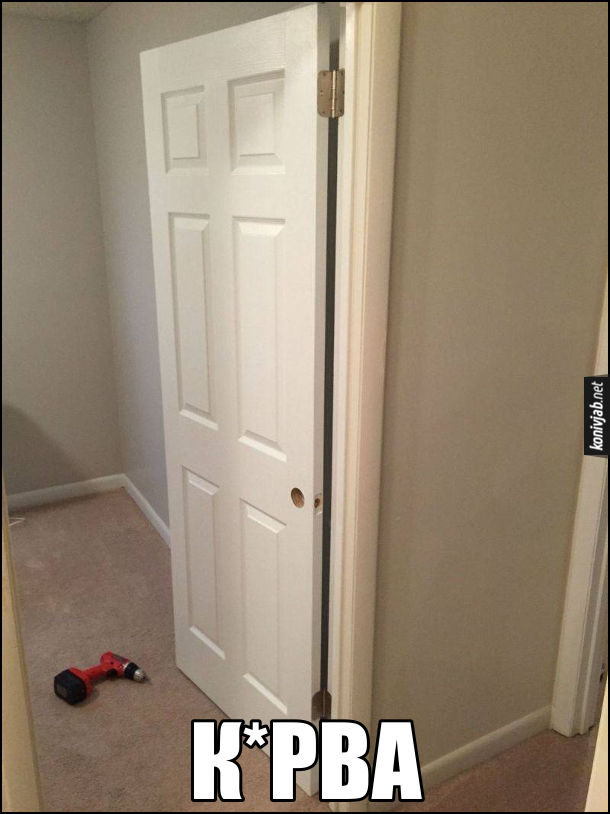 Встановив двері Прикол. Прикрутив завіси на двері з того боку, де ручка і замок. Курва